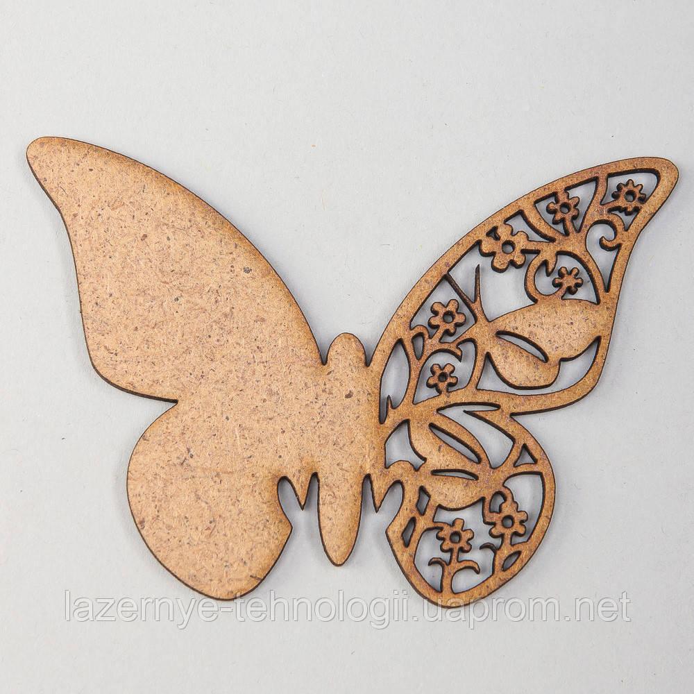 Бабочка с резным крылом