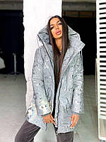Зимняя куртка светоотражающая женская удлиненная с буквами и большим капюшоном (р. 42-46) 6601560Е