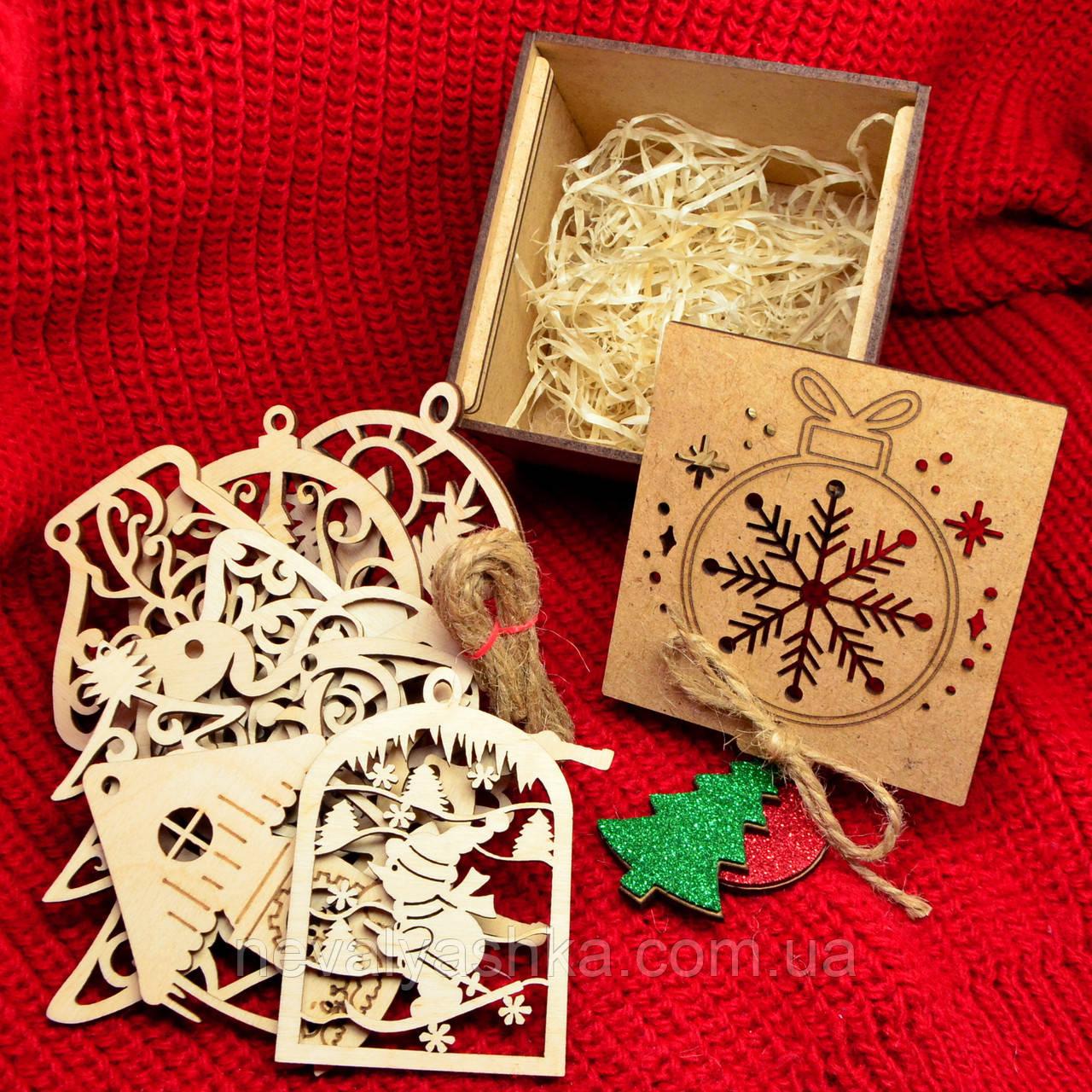 Подарочный Набор Деревянных Новогодних Елочных Игрушек 8 шт в Коробке МДФ + Украшение на Ёлку из Фанеры