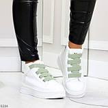 Модные белые женские кроссовки кеды криперы на оливковой шнуровке, фото 2