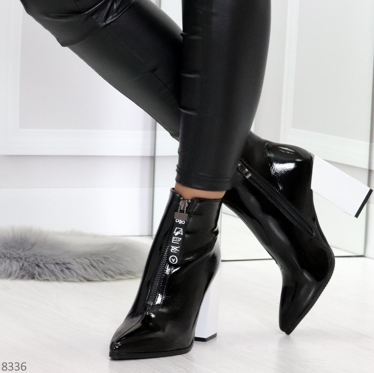 Люксовые черные лаковые женские ботинки ботильоны на фигурном белом каблуке