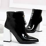 Люксовые черные лаковые женские ботинки ботильоны на фигурном белом каблуке, фото 4