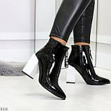 Люксовые черные лаковые женские ботинки ботильоны на фигурном белом каблуке, фото 7