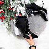 Люксовые черные лаковые женские ботинки ботильоны на фигурном белом каблуке, фото 8