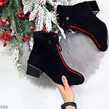 Модельные женственные черные замшевые ботинки ботильоны с красным декором, фото 10