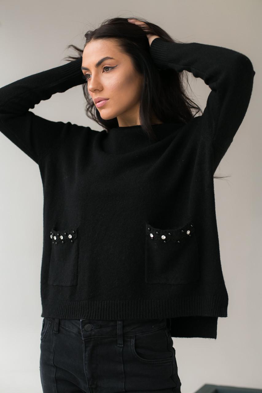 Классический джемпер с карманами украшенными набивным кружевом камнями и жемчугом P-M - черный цвет, XL/XXL