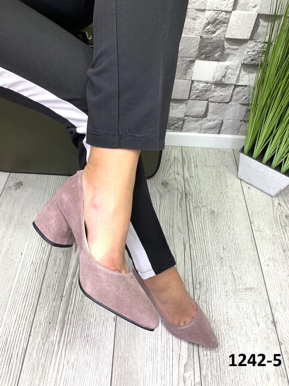 Туфлі жіночі замшеві туфельки бежева бузок на підборах гостроносі