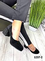 Туфли женские замшевые черные на каблуке с принтом на пятке, фото 1