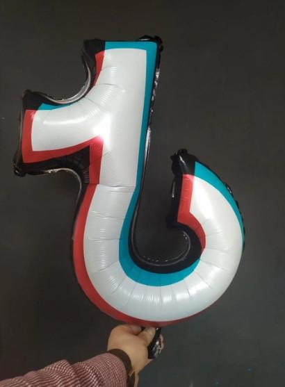 Фольгована кулька велика фігура Tik Tok 65х62см Китай
