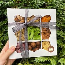 Набор подарочный ассорти из сухофруктов и орехов 620г