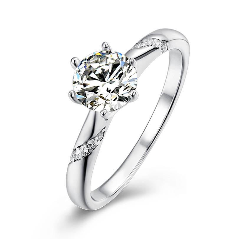 Серебряное кольцо с муассанитом  Размер 18.5 Сертификат