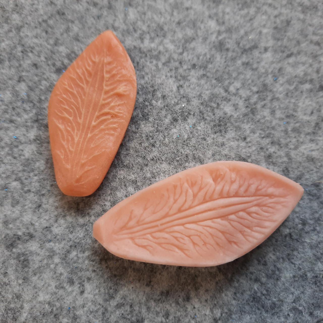 Молд альстромерия - лепесток маленький (дикая орхидея) и фрезия. (2 шт: 1 молд + 1 вайнер)