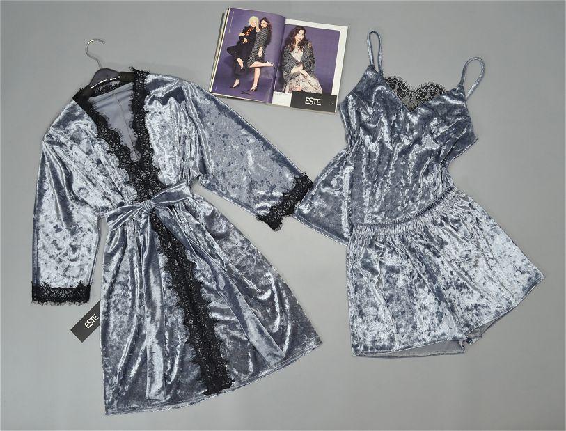 Комплект женской домашней одежды халат и пижама из велюра серебристый.