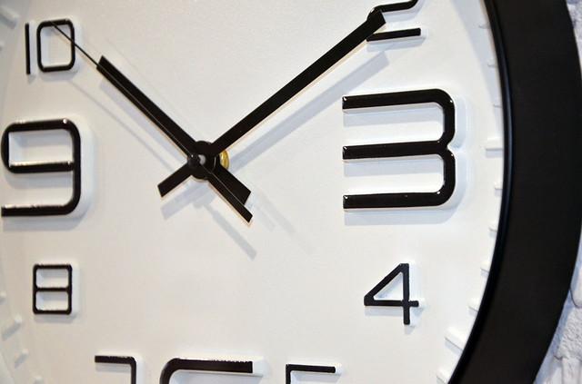 Настінні годинники офісні (фото)