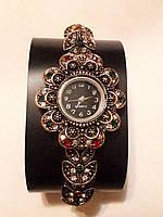 Женские наручные часы с камнями Сваровски