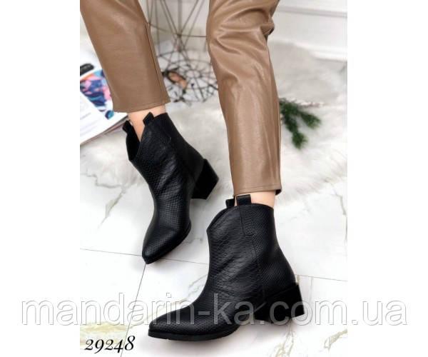 Ботинки казаки питон  зимние