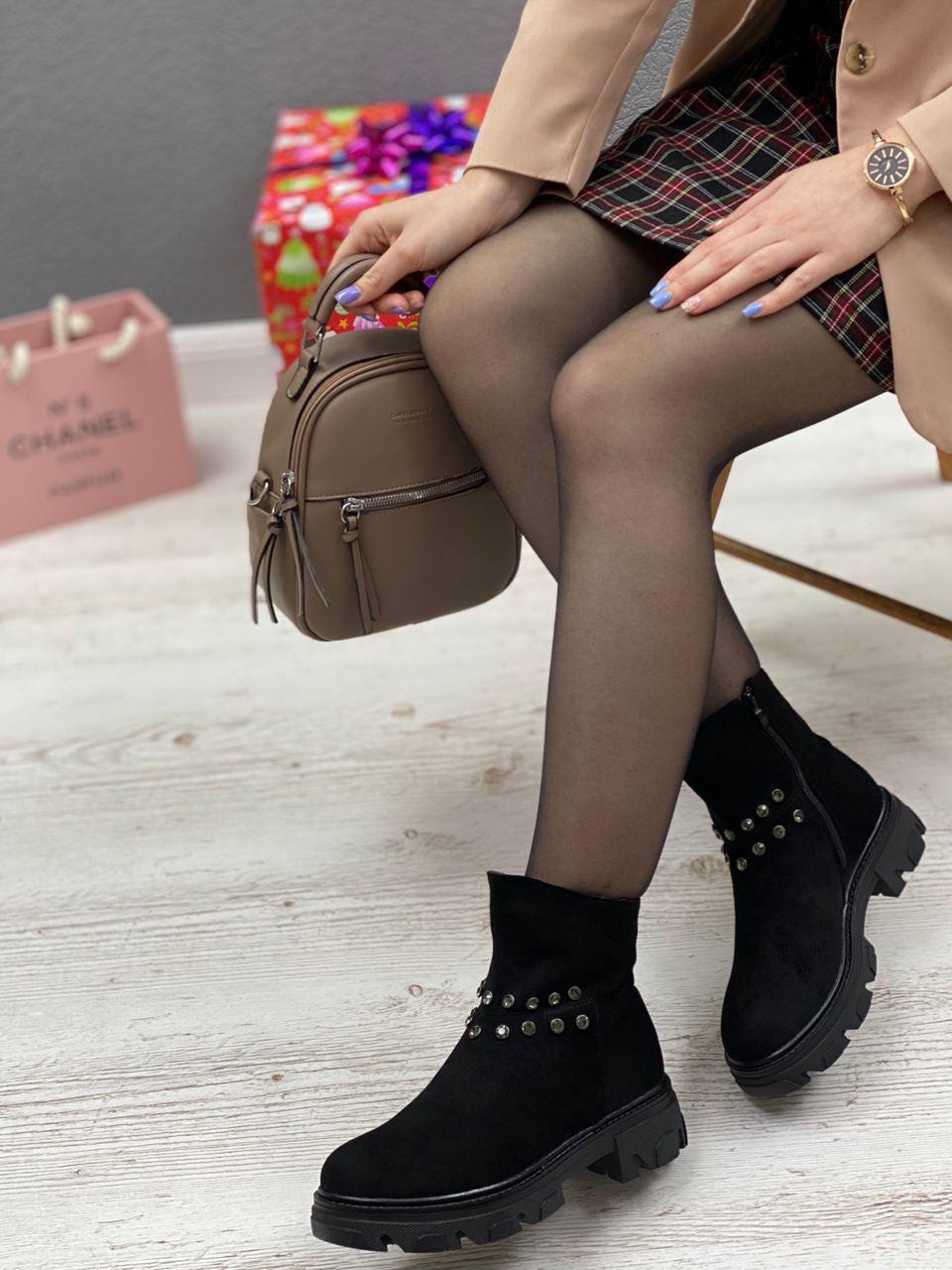 Ботинки женские зимние 8 пар в ящике черного цвета 36-40