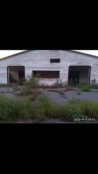 Продається земельна ділянка 3 тис кв. м з двома приміщеннями
