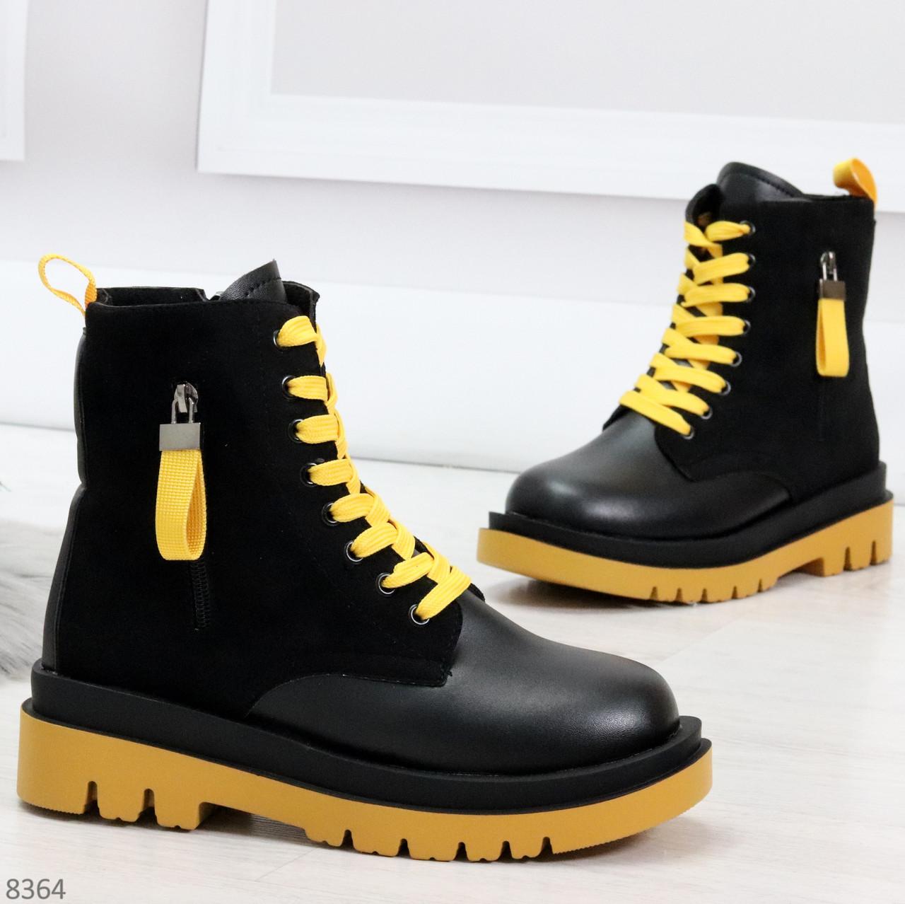 Стильные удобные демисезонные черные женские ботинки с желтым декором