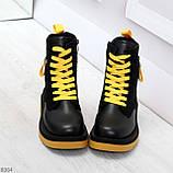 Стильные удобные демисезонные черные женские ботинки с желтым декором, фото 2