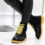 Стильные удобные демисезонные черные женские ботинки с желтым декором, фото 3