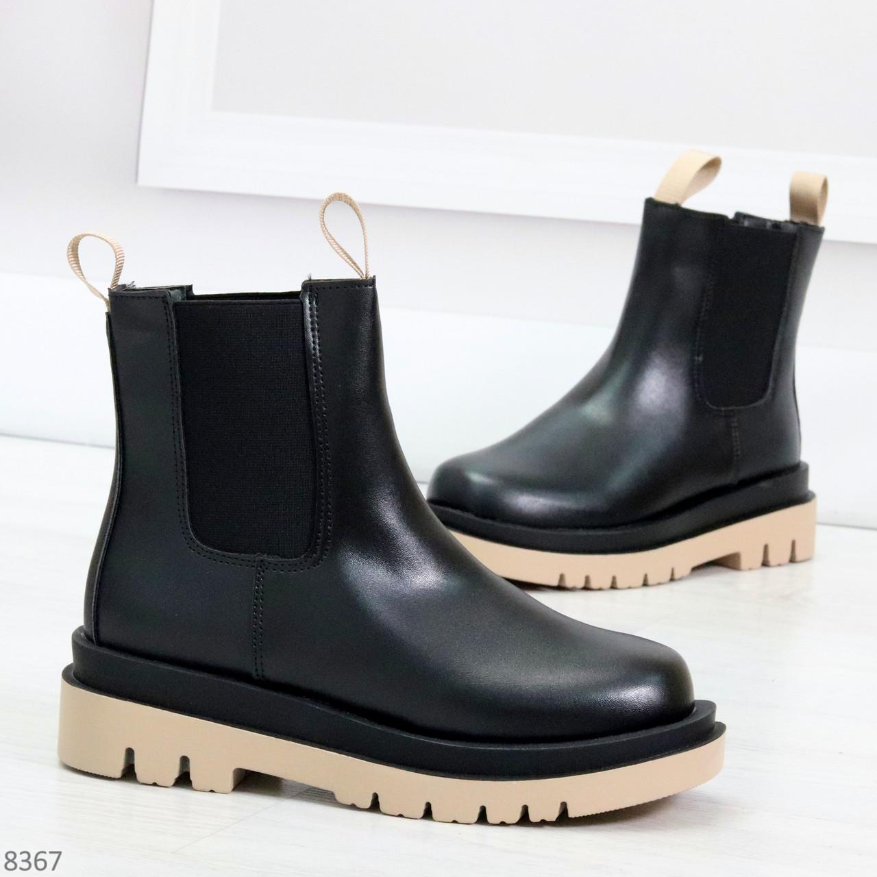 Стильные удобные демисезонные черные женские ботинки челси с бежевым декором