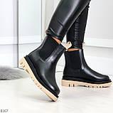 Стильные удобные демисезонные черные женские ботинки челси с бежевым декором, фото 2