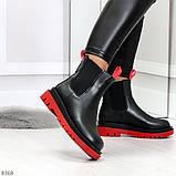 Стильные удобные демисезонные черные женские ботинки челси с красным декором, фото 5