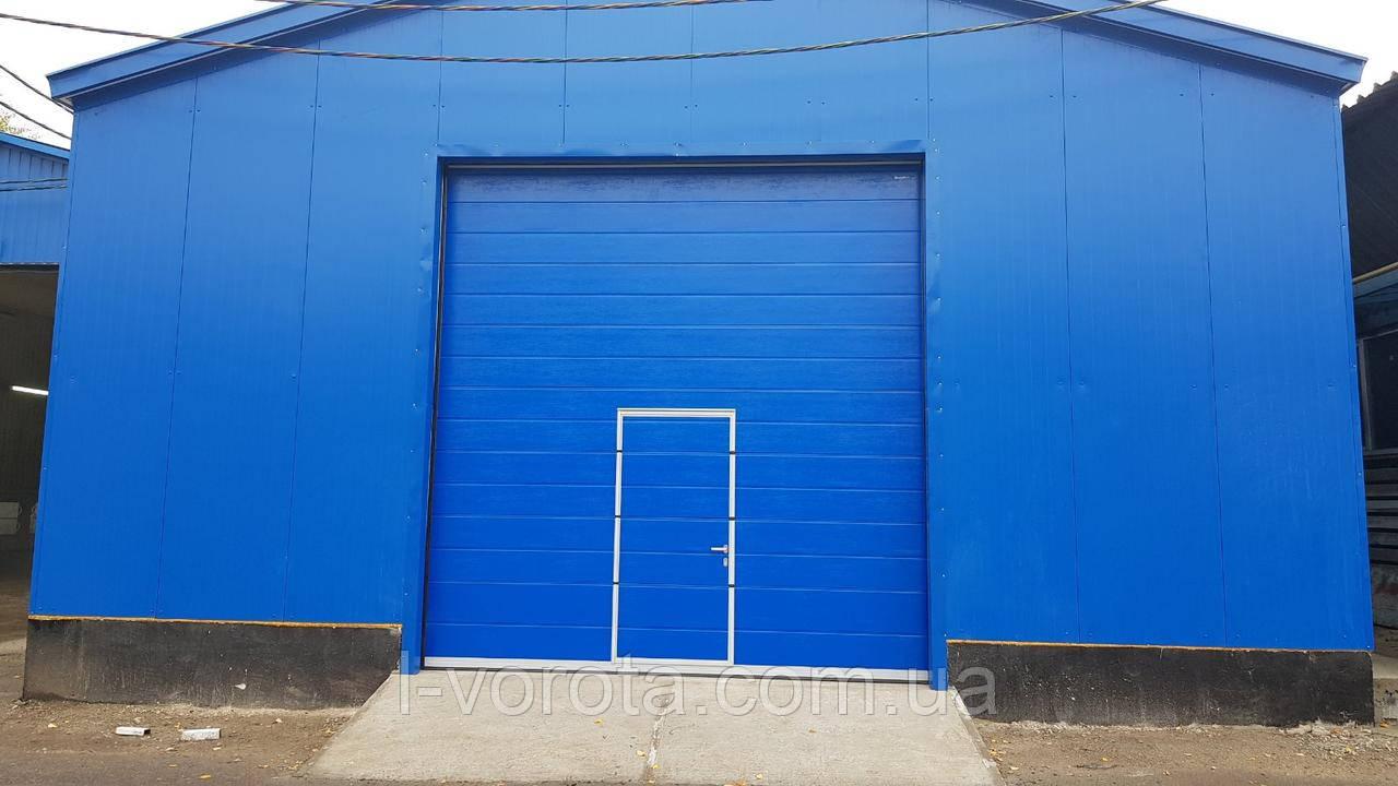 Промышленные секционные ворота DoorHan ш3800мм * в4000мм с калиткой