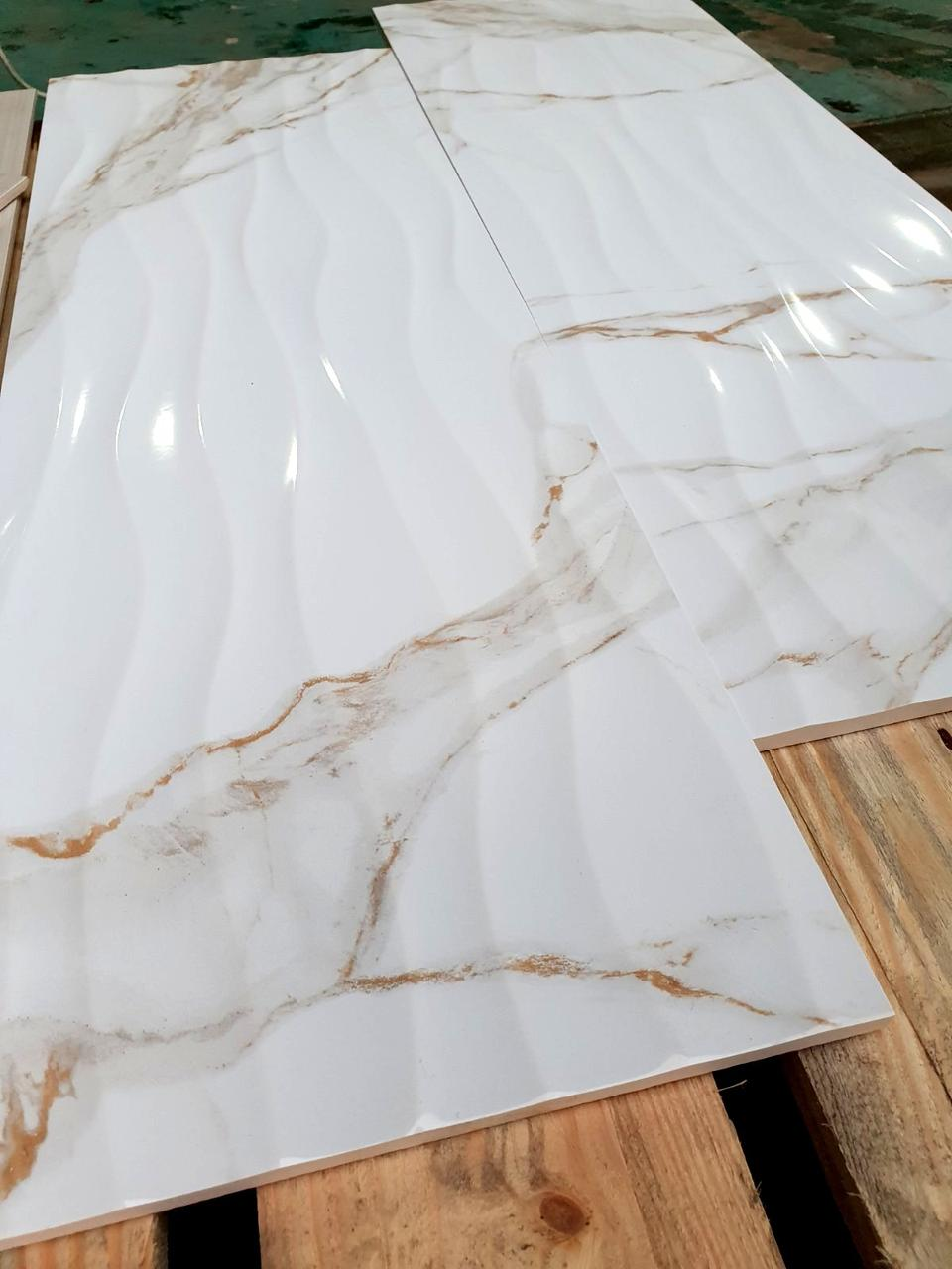 Шикарная Бесшовная Структурная  Плитка для Стен Calacatta Gold Wave 295х895мм Кафель под белый мрамор