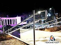 Лестницы со светодиодной подсветкой с установкой ламп на перилах или поручнях, фото 1
