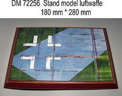 Подставка под модели (тема - Люфтваффе 2 МВ) . 1/72 DANMODELS DM72256