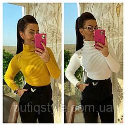 Красивый женский трикотажный свитер с пуговицами