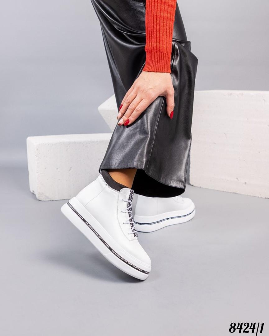 Зимние ботинки женские белые