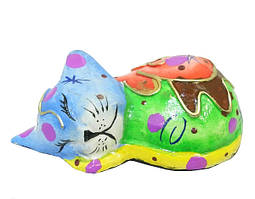 Кот маленький разноцветный свернулся клубком (кн-81)