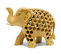 Слон из желтого дерева в отверстиях , внутри слоненок (сд-28)