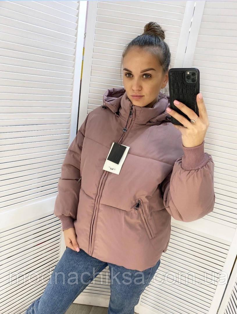 Короткая зимняя куртка с капюшоном