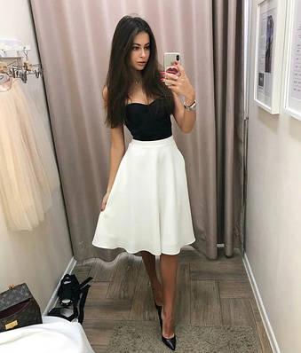 Красивая расклешенная юбка до колен