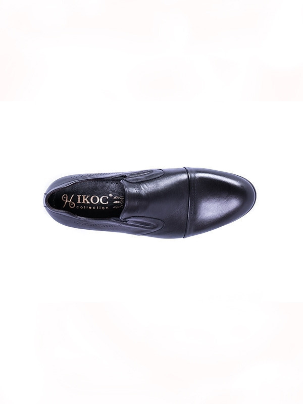 Туфлі чорні.