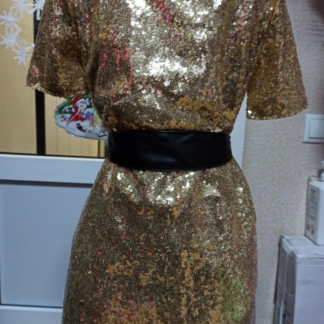 Платье модное нарядное красивое праздничное для девочки. Перед- паейтки золотистого цвета.