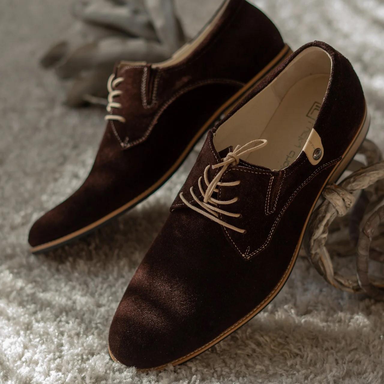 Туфлі дербі замшеві, коричневі.