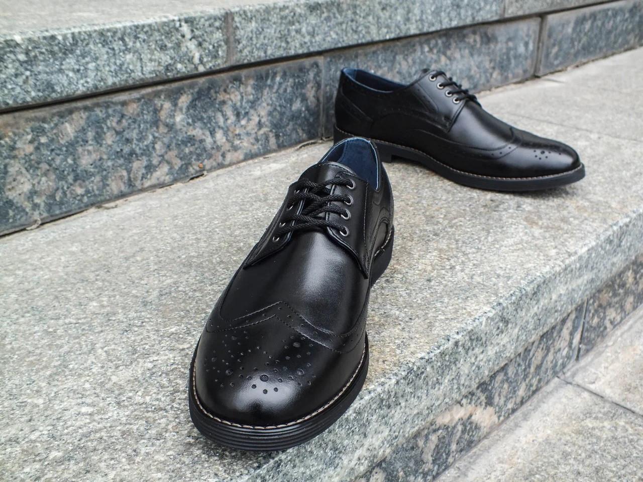 Туфлі броги з оригінальним дизайном.