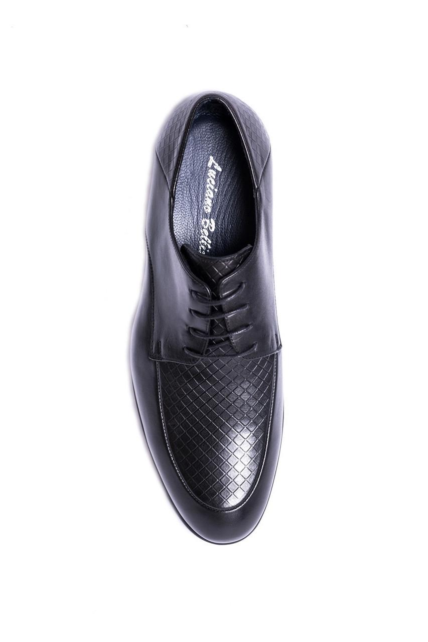 Чоловічі лаковані туфлі.