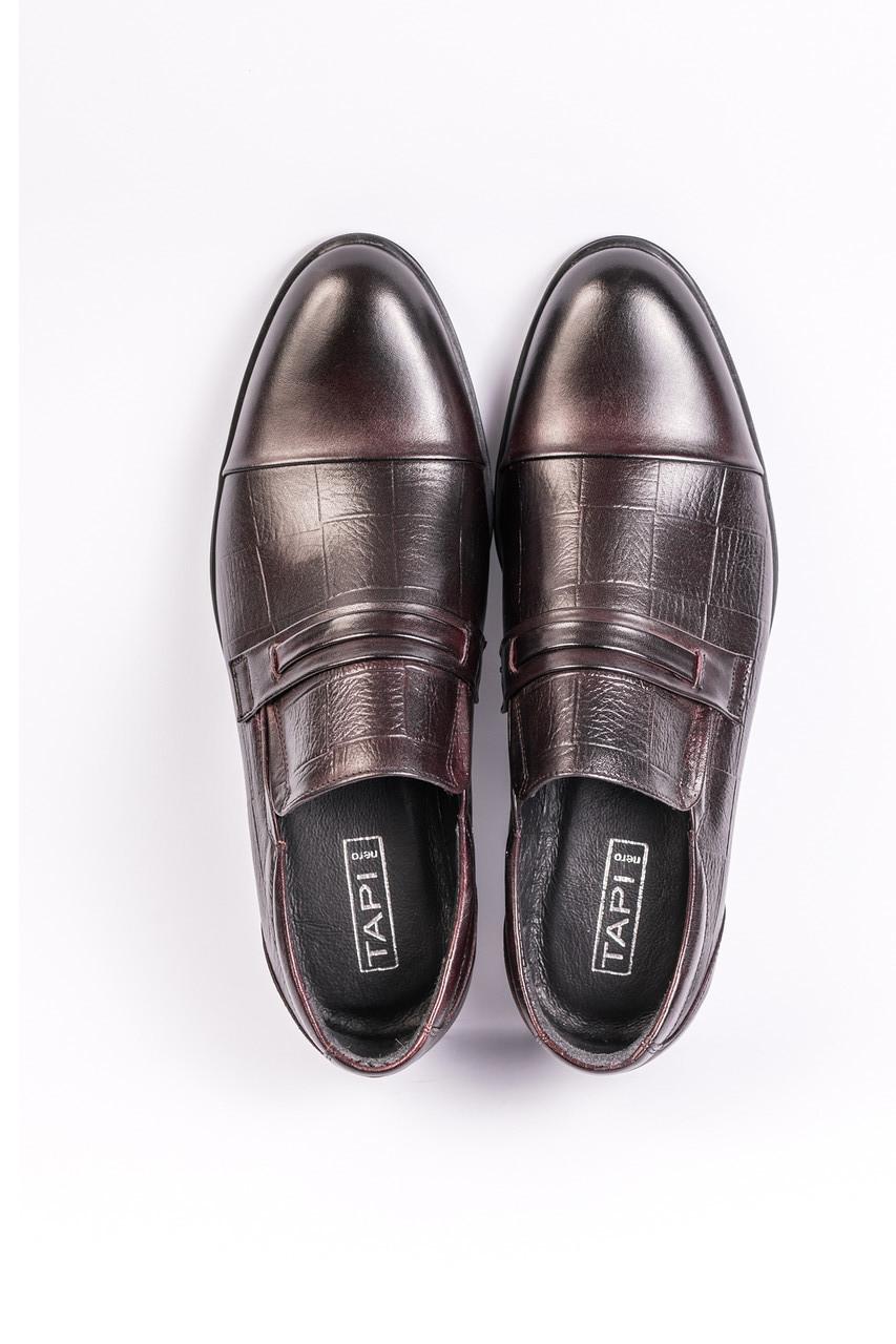 Бордові туфлі.
