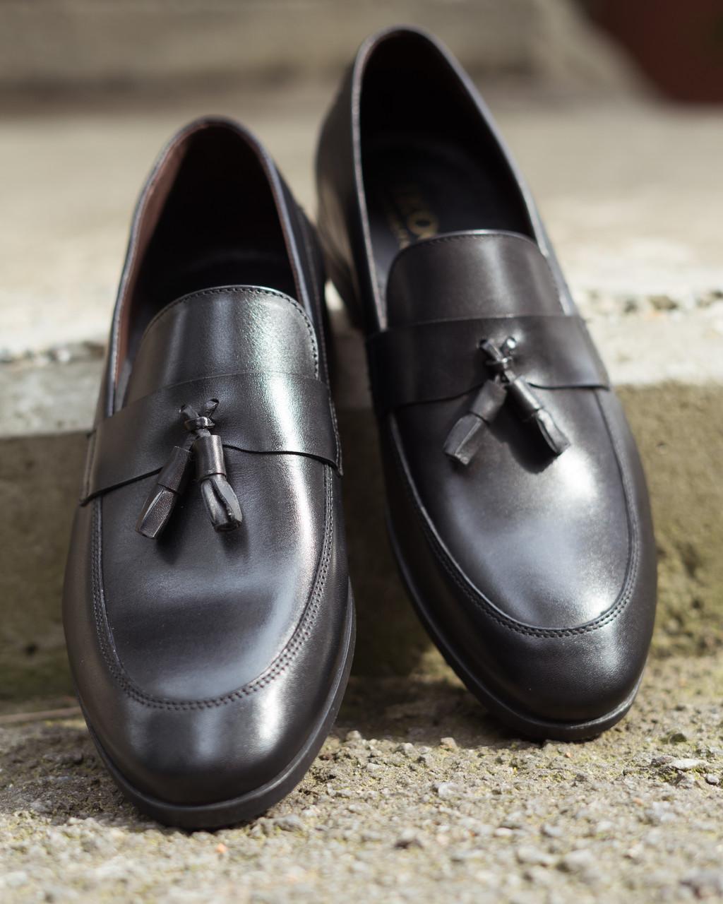 Туфлі шоколадного кольору.