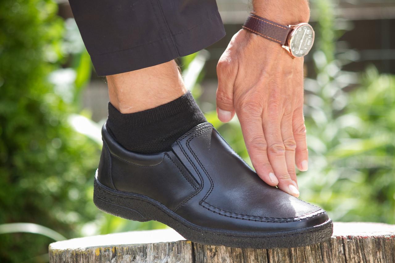 Комфортні чорні туфлі.