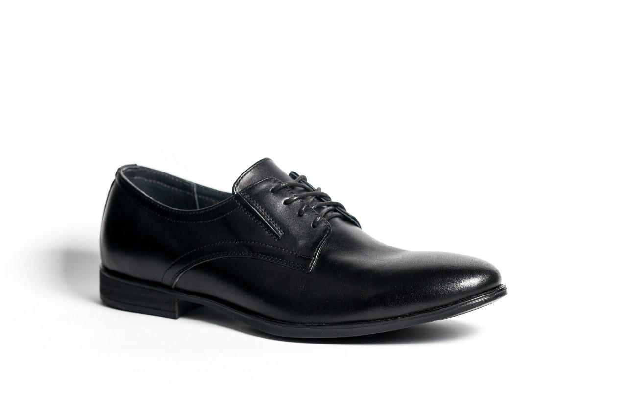 Туфлі чорні дербі.