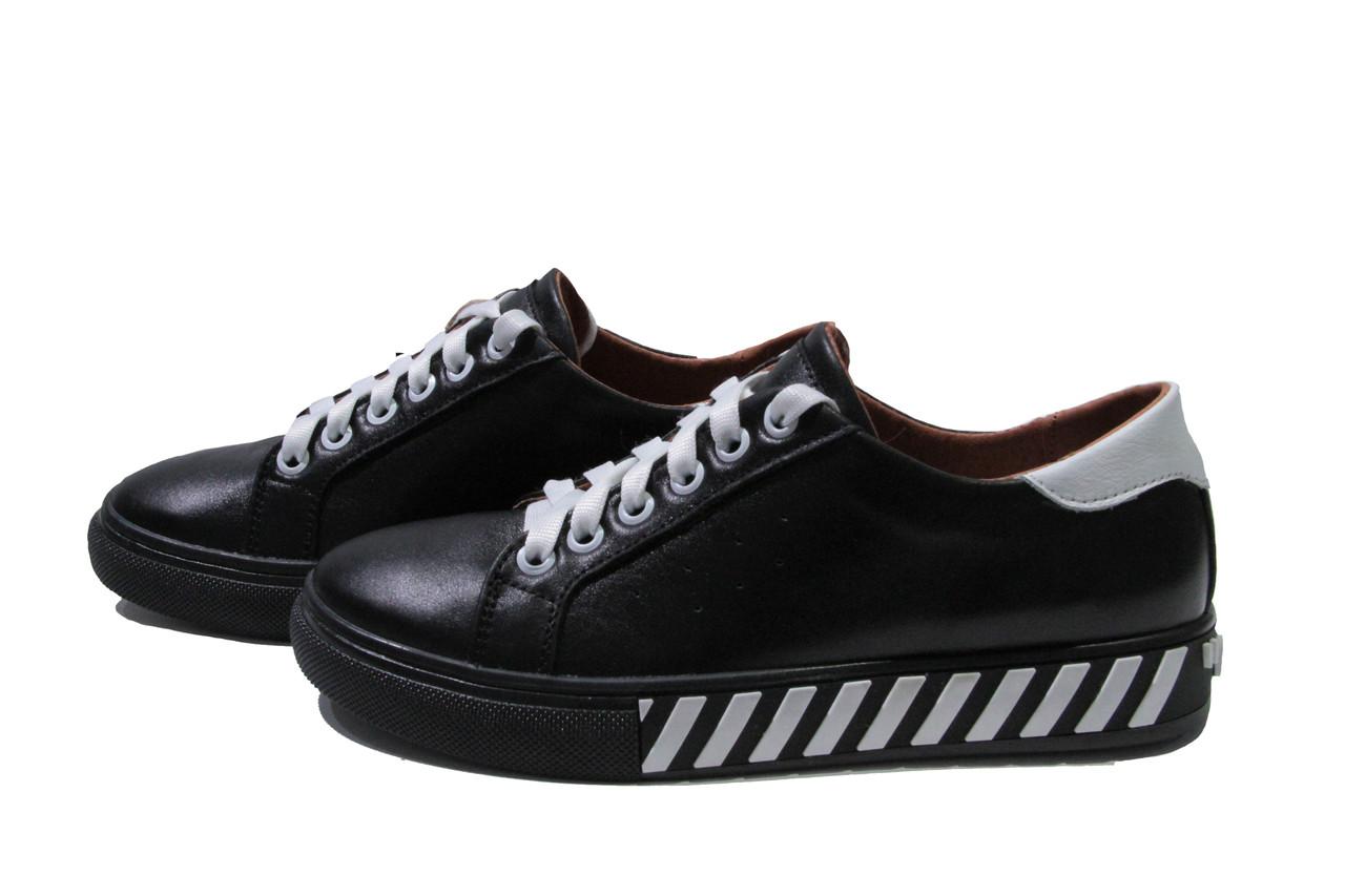 Жіночі чорні шкіряні кросівки