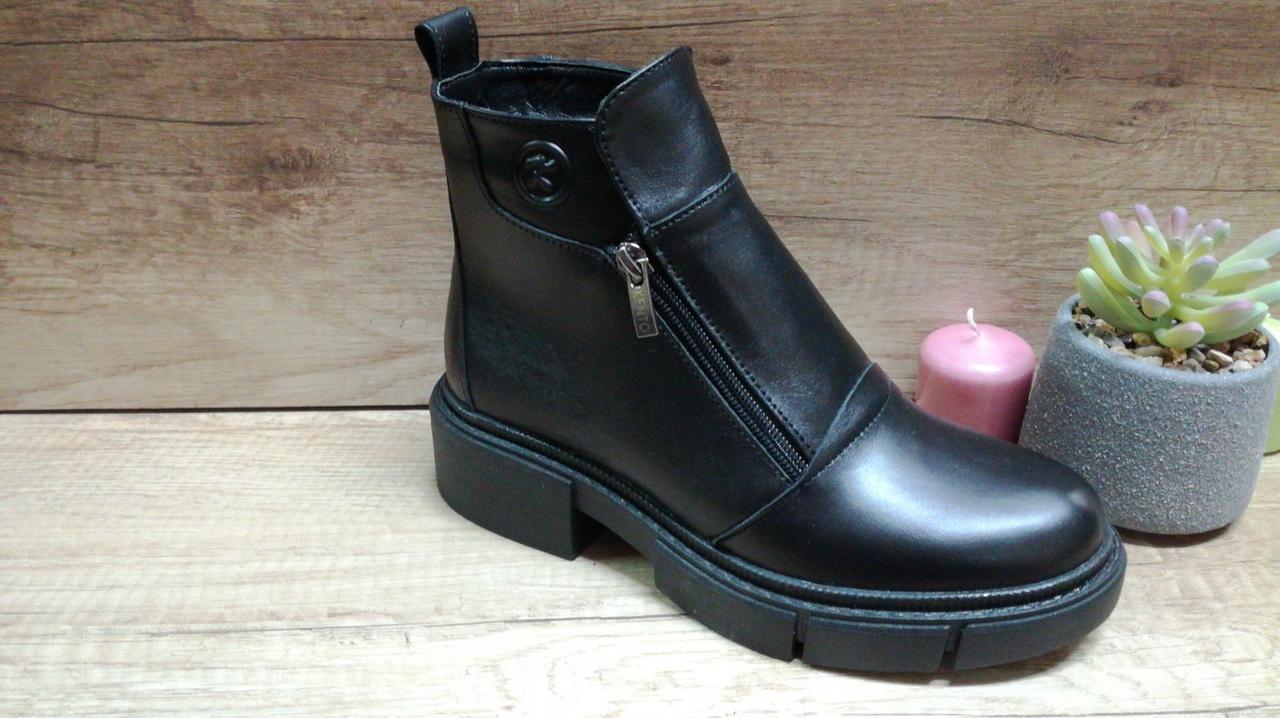 Женские кожаные зимние ботинки черного цвета на двух молниях Kento.