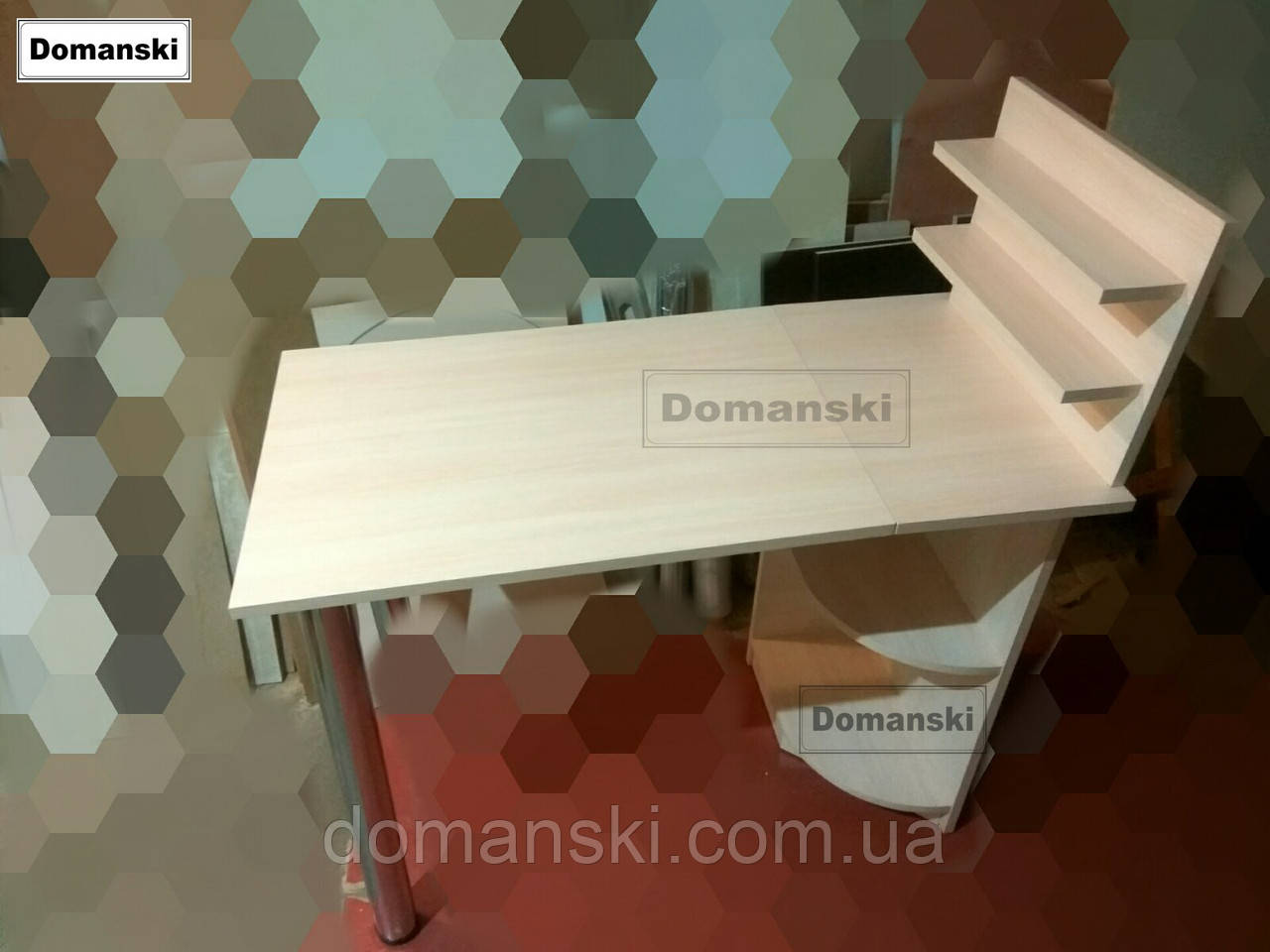 Маникюрный стол цвет дуб молочный. Стол для маникюра раскладной с полками для лаков.